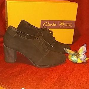 Clark's Block Heel  Shoes -size 8M